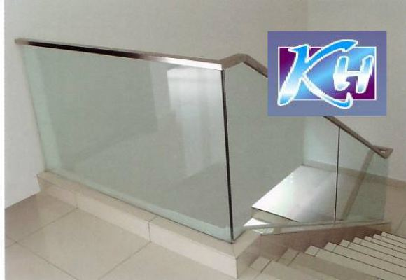 STAIRCASE GLASS RAILING 56