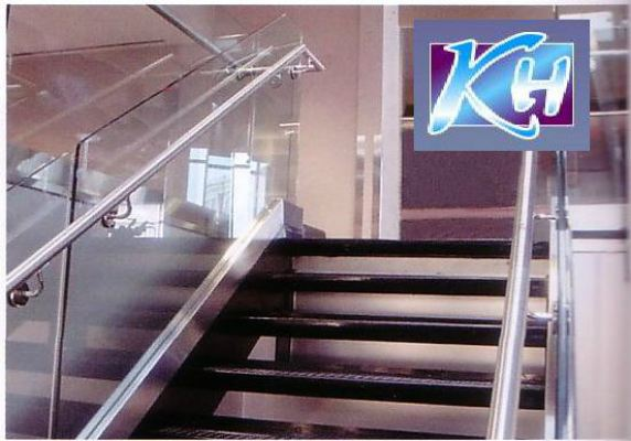 STAIRCASE GLASS RAILING 58