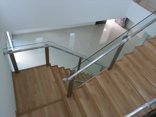 STAIRCASE GLASS RAILING 63