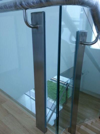 STAIRCASE GLASS RAILING 65