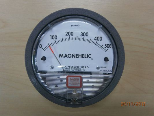 DWYER SERIES 2000 MAGNEHELIC DIFFERENTIAL PRESSURE