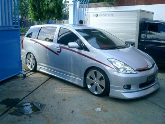 Toyota Wish Gialla Bodykit