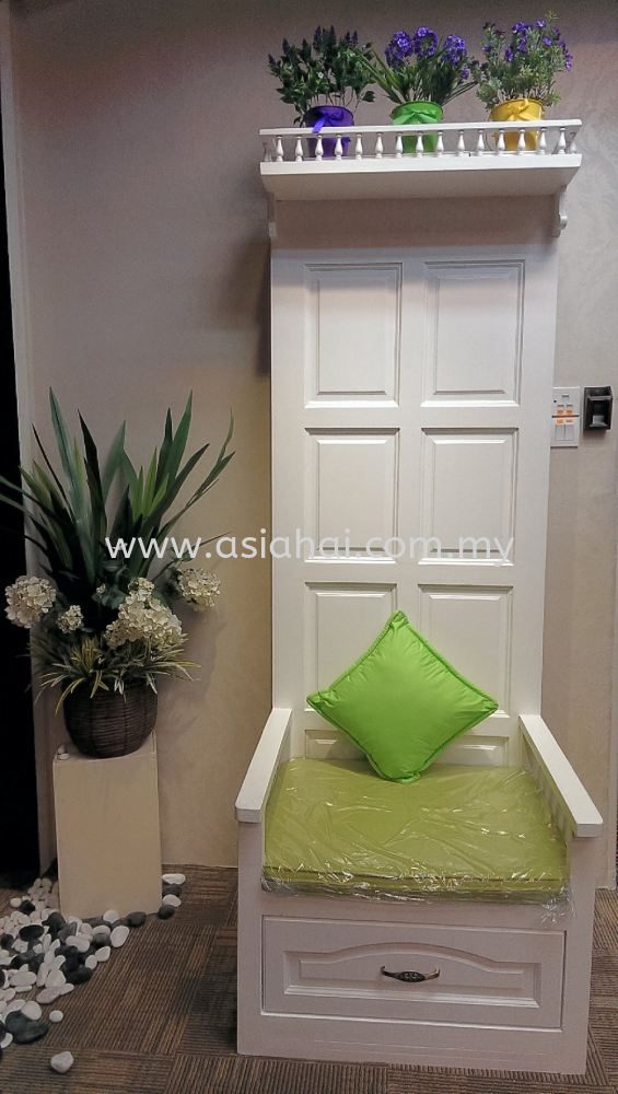 Creative DIY Door Chair