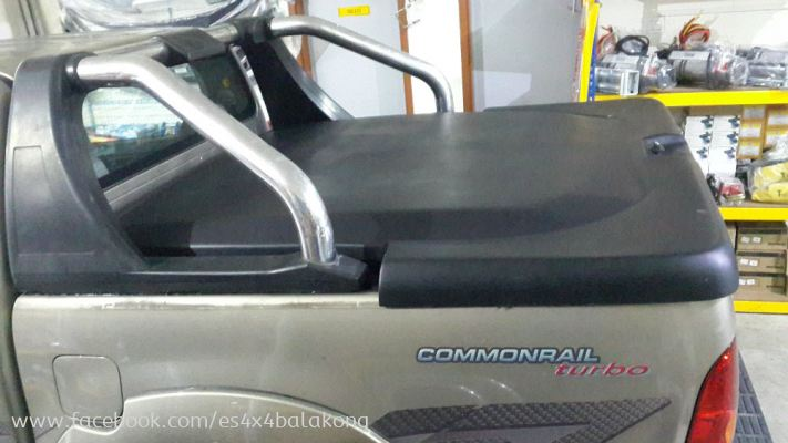 HILUX TOP UP WITH USE BACK ORIGINAL ROLL BAR