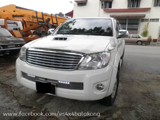 4X4  HILUX FRONT GRILL