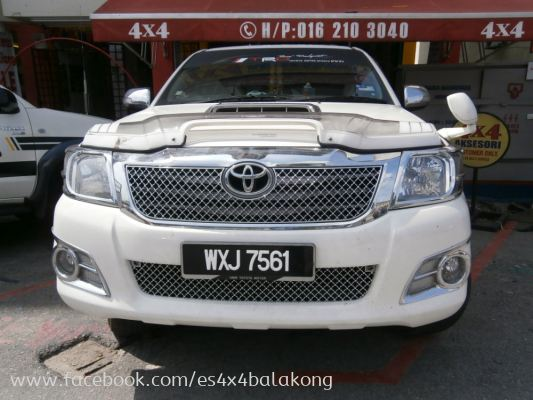 HILUX FRONT GRILL
