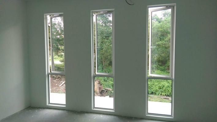 ALUMINIUM CASEMENT WINDOW 18