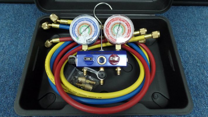 MASTERCOOL 57261EB413 2-WAY ALU. MANIFOLD SET & ADAPTERS C/W 5FT HOSES (R410A, R407C, R22)