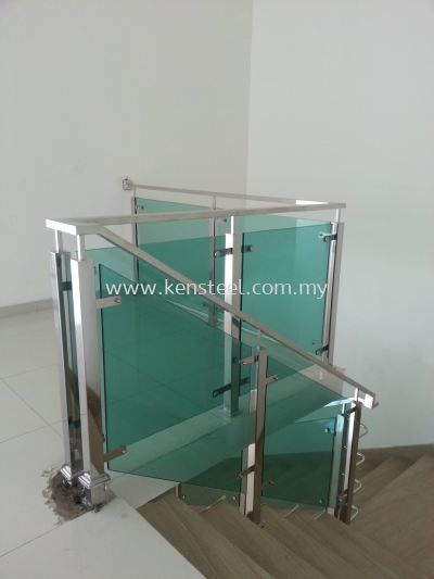 Glass staircase 60