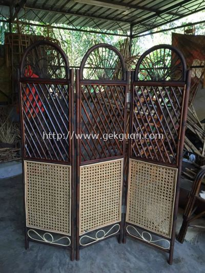 SCR 009 - Rattan Webbing Screen