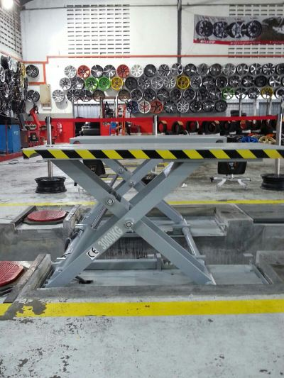 Mid-Rise Scissors Lift for Hole Dig Alignment