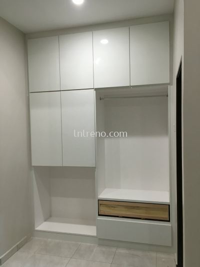 We are specialist in custom made built-in wardrobe (FREE QUOTATION)