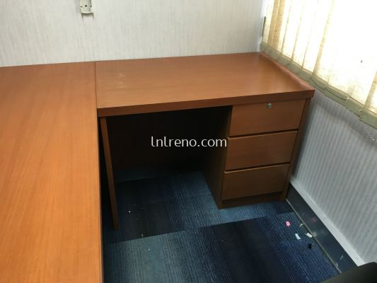 Custom made office table with nyatoh stain finish in malaysia. (FREE QUOATATION)