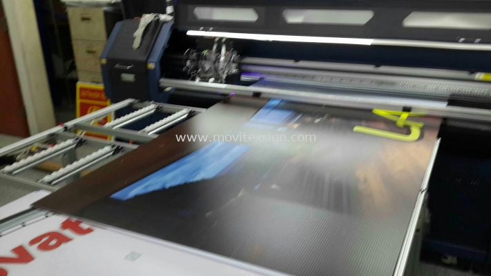 Uv printing mechine in progress n rolling out ftom  the platform