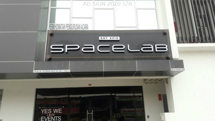 ACRYLIC BOX UP WITH LED FRONLIT (SPACELAB)