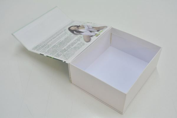 Box with Magnet Enclosure
