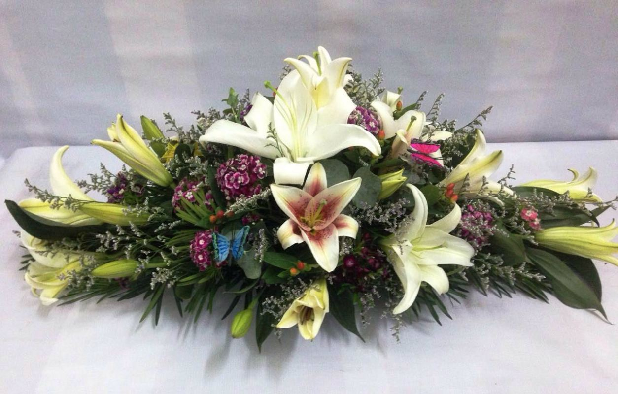 Long And Low Lily Table Arrangement Ba 127