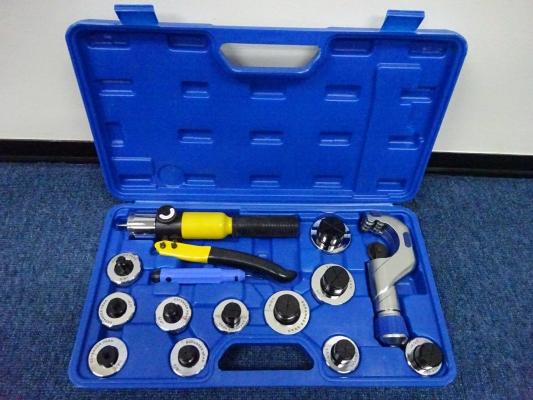 "DONGLI CT-300AL Hydraulic Tube Expander Tool Kits (O.D. 3/8"",1/2"",5/8"",3/4"",7/8"",1"",1-1/8"",1-1/4"",1-"