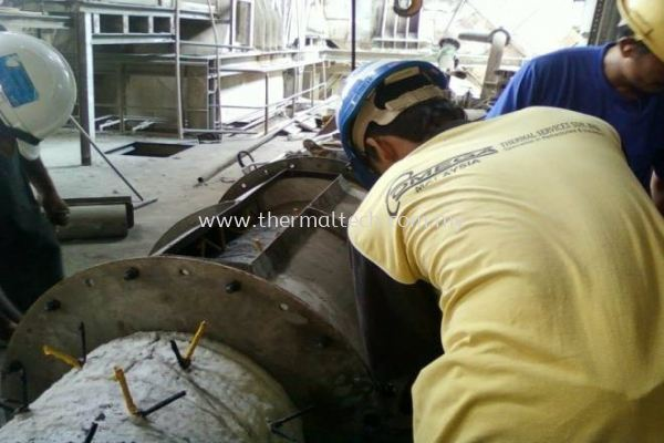 Installing Steel Mould Before Casting