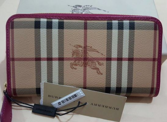(SOLD) Brand New Burberry Long Zippy Wallet