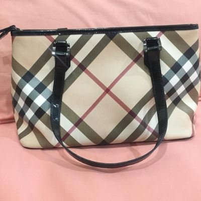 (SOLD) Burberry Nova Check Zip Tote