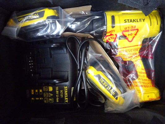 STANLEY SCD12S2 10.8v LI-ION CORELESS DRILL (2-BATTERY & 1-CHARGER)