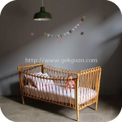 RBB 012 - RATTAN BABY BED