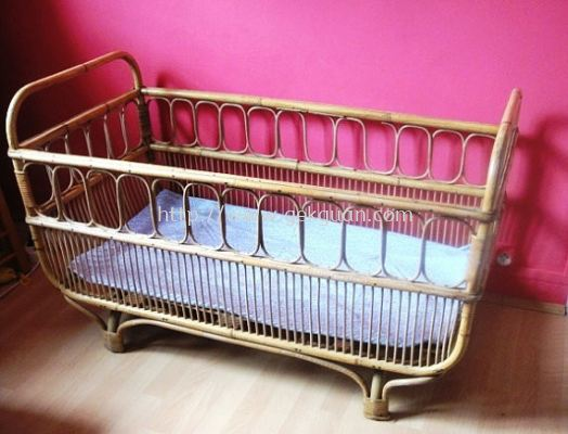 RBB 013 - RATTAN BABY BED