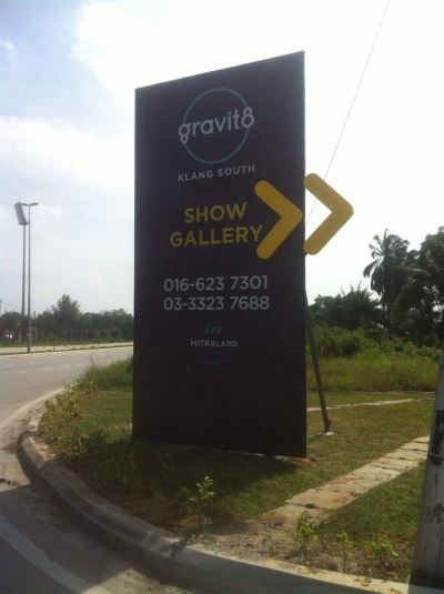'Gravit 8' Direction Signboard