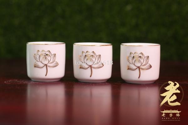 浮雕描金莲花旦杯