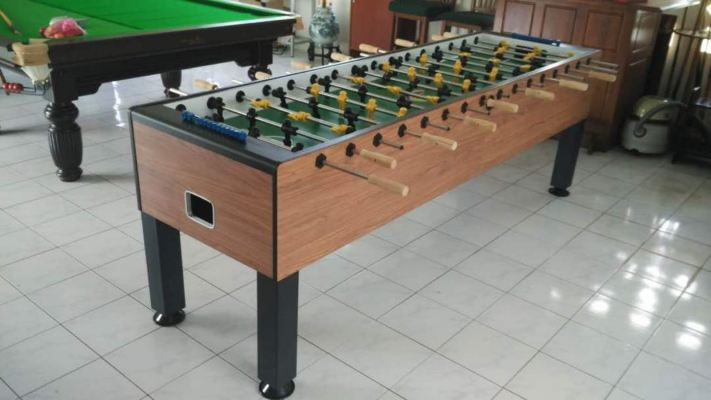 8 players soccer table