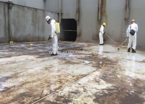 Apply Water Degreaser Spray to Reduce oily Residues