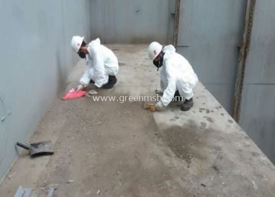 Cleaning General Cargo Spillage Container at Tank Top