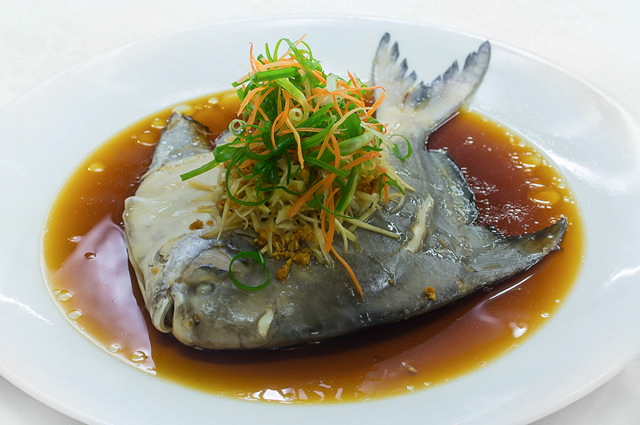清蒸斗鲳 Steam Chinese Pomfret