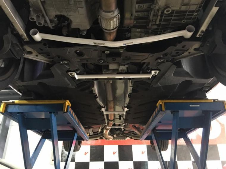 Instal Ultra Racing Bar Ultra Racing Suspension and Stability