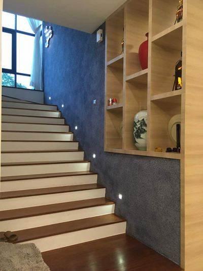 Plain Design To Make Staircase Soft With Cotton Wall