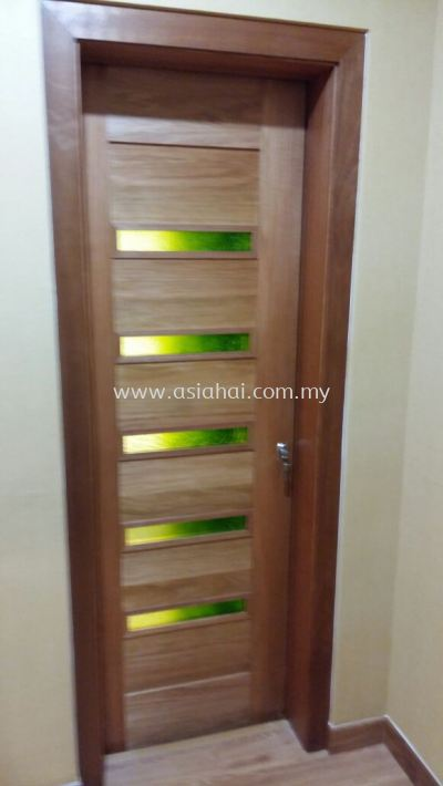 Single wooden door with special glasses (new design)