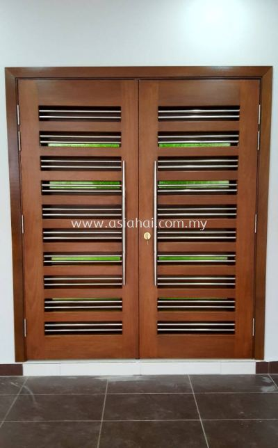 Double wooden door with special glasses (new design)
