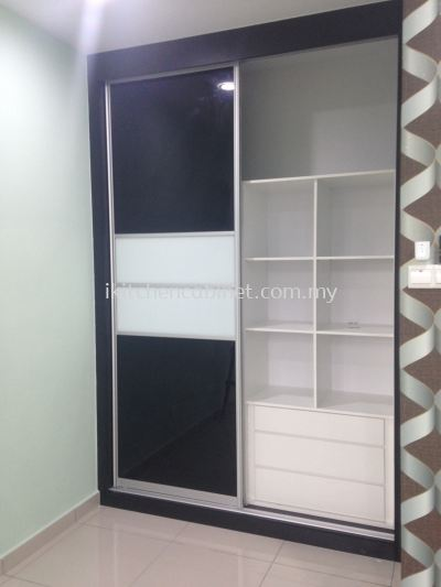 SL2 - Wardrobe with anti jump sliding door