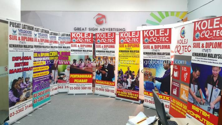 Roll up stand Display System