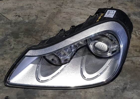 PORSCHE CAYENNE 957 HEAD LAMP