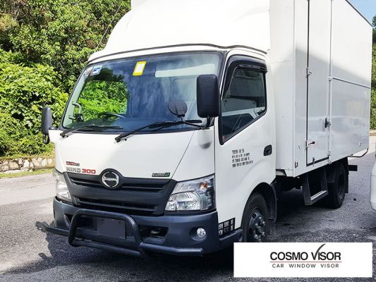 HINO 300 SERIES EURO 2 / HINO DUTRO LORRY / TRUCK (WU 710/720) 11Y-ABOVE (BIG 5��) DOOR VISOR