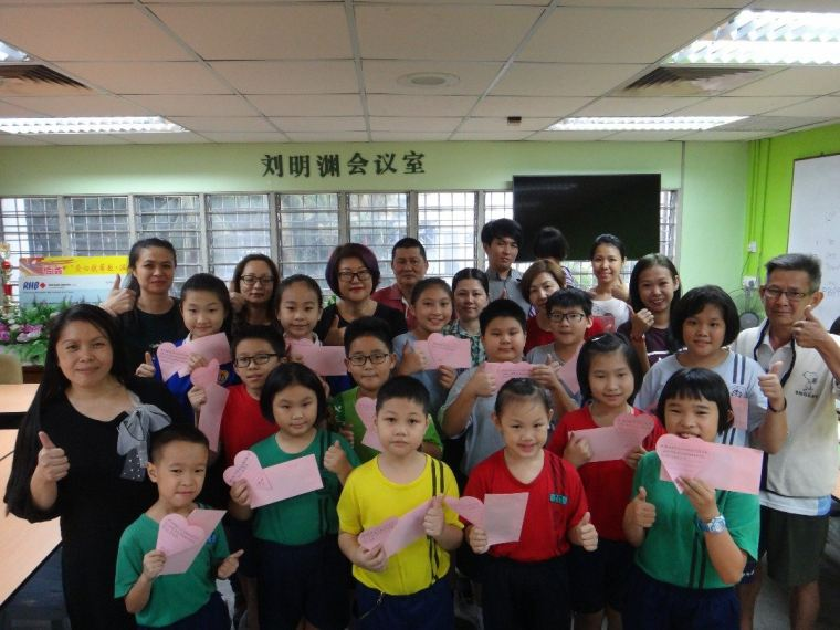 SJK(C) Chong Hwa (P) 15 pupils received Study Aid donation from Pertubuhan Amal Seri Sinar