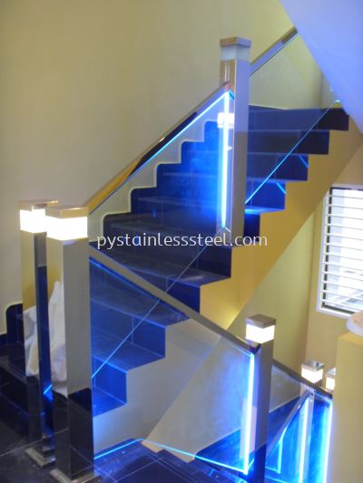 Stainless Steel Staircase Handrail With Glass