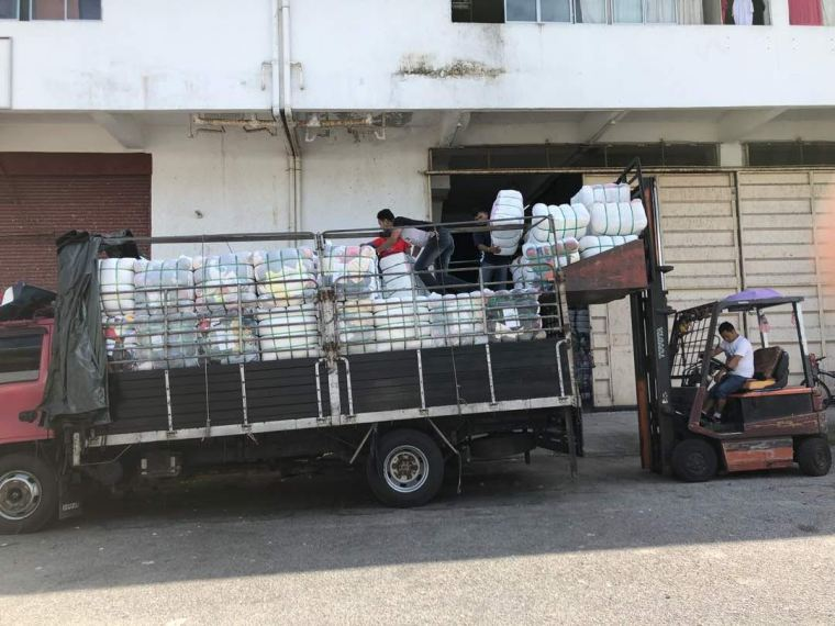 21.06.2018 Loading bundle to customer's lorry
