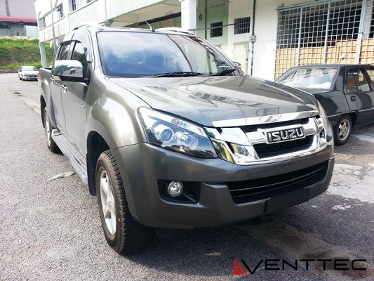 ISUZU D-MAX 2012 (5�� = 125MM) VENTTEC DOOR VISOR