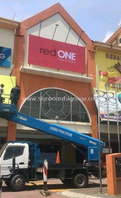 Red One Network Sdn Bhd Giant Billboard Sigange At shah alam Ole Ole shopping mall