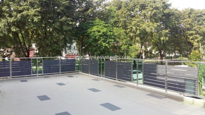 Stainless Steel Balcony Handrail With Glass & Aluminium Wood