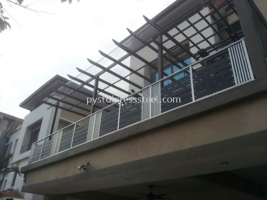 Stainless Steel Balcony Handrail With Glass & Aluminium Wood