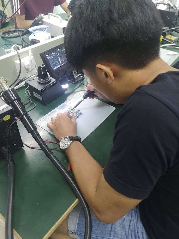 马来西亚新山Talentronic智能手机维修课程: 夜间部维修课程试课中!我们开设夜间部了!有兴趣请联系0127277799👍